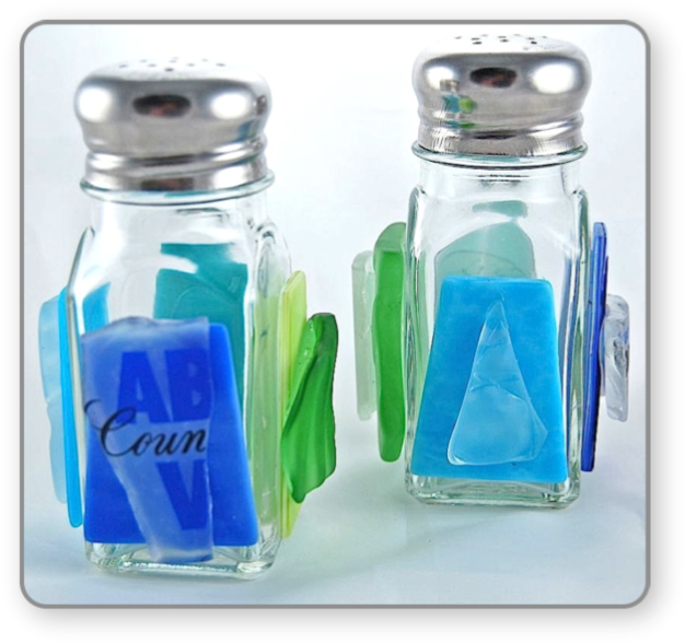salt_and_pepper_shakers_blue_&_green_Final